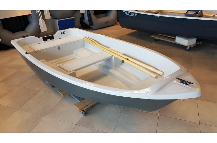 "RC300 ""Tyka"" plastic boat"
