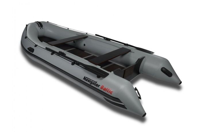 Navigator Baltic H400 boat